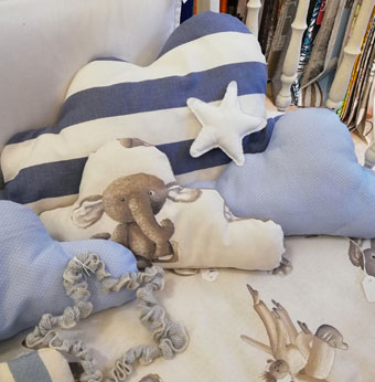 complementi-arredo-negozio-casalinghi-cuscini-albinea-scandiano